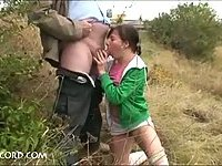 Outdoor blowjob from teenie