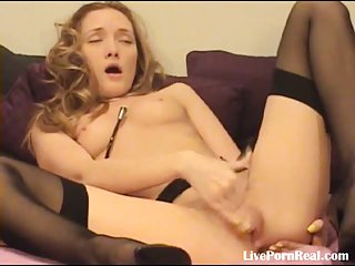 Sexy blonde fingering her pussy til she cums(6)